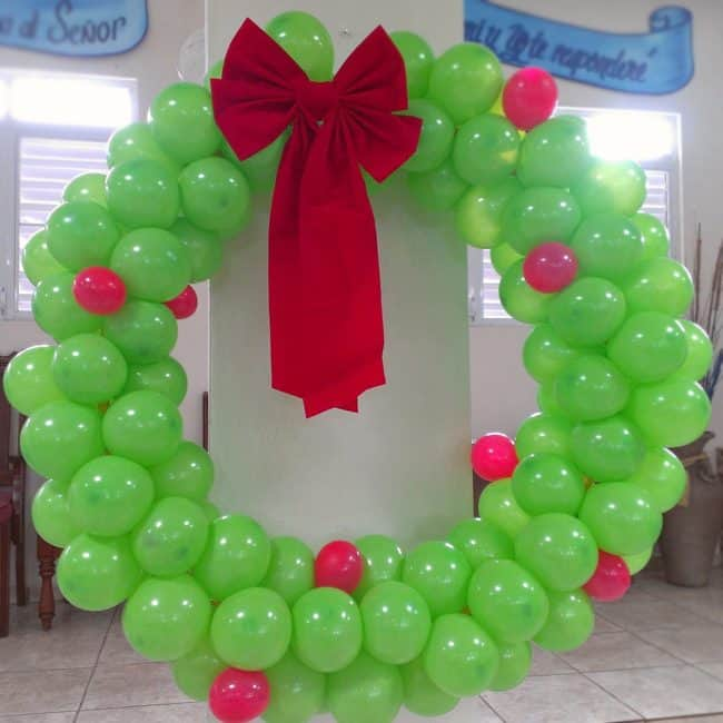 giant christmas balloon wreath creative ideas for christmas balloon art fun diy holiday decorations