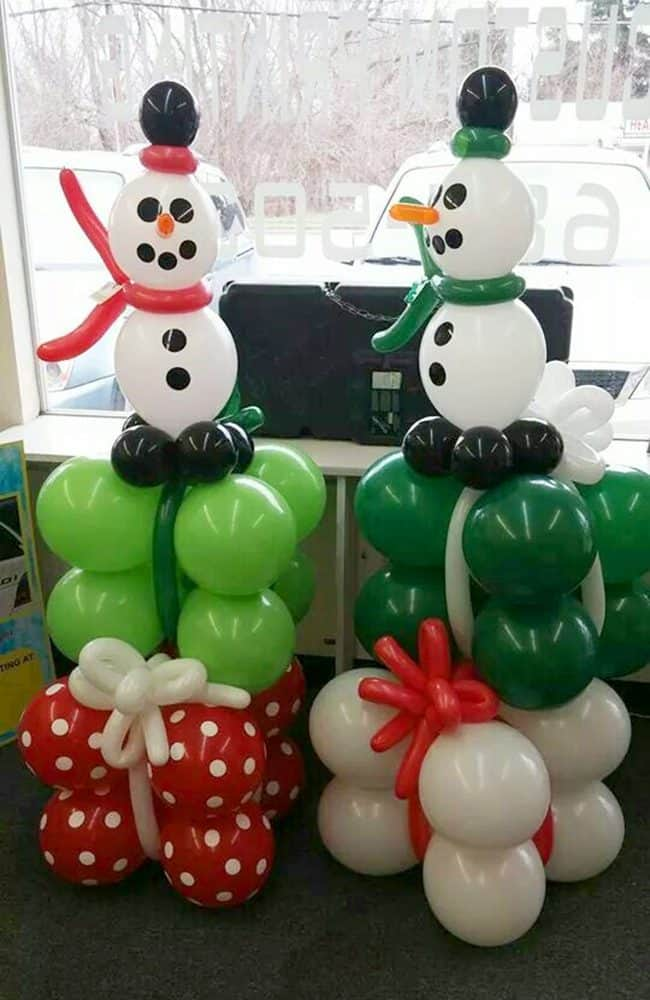 Balloon Snowman and gifts. Creative ideas for Christmas Balloon Art! Fun DIY Holiday Decorations that turn your home or party into a festive winter wonderland.