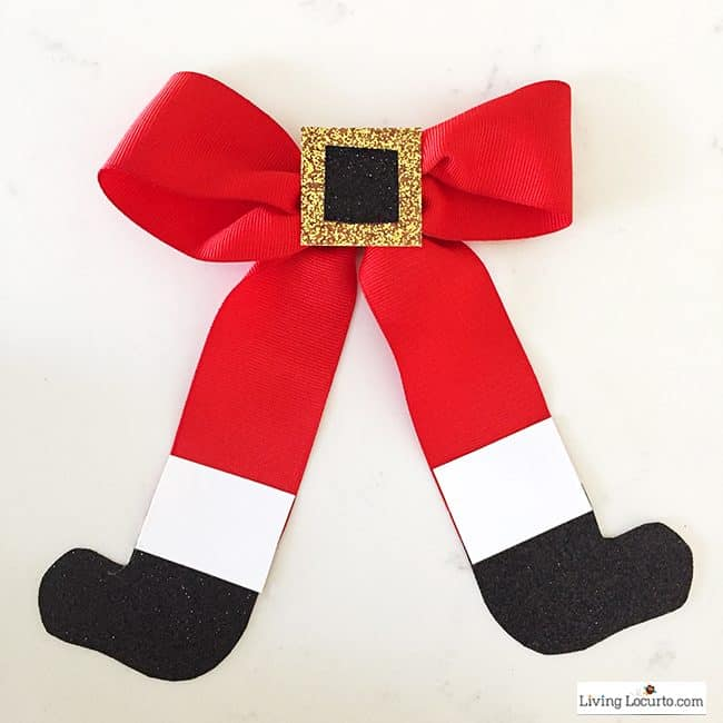 How to Make a Santa Bow! Such a fun and simple Christmas craft idea!