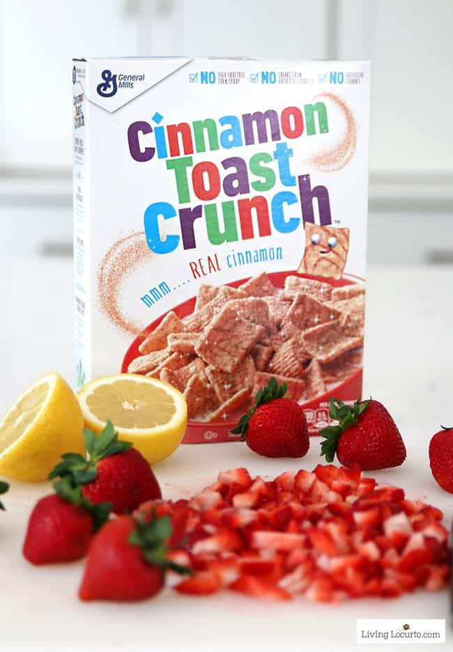 Strawberry Cashew Oatmeal Bars with Cinnamon Toast Crunch cereal. Easy homemade whole grain recipe for kids to make! Easy breakfast bar with fresh strawberries.