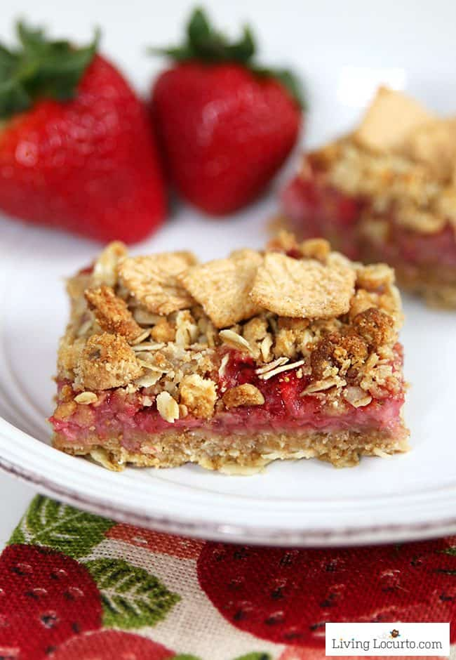 Strawberry Cashew Oatmeal Bars with Cinnamon Toast Crunch cereal. Easy homemade recipe with whole grain. Make for a snack or breakfast bar with fresh strawberries.
