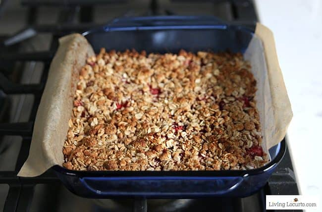How to make homemade Strawberry Cashew Oatmeal Bars. Easy Cinnamon Toast Crunch breakfast bar with fresh strawberries.