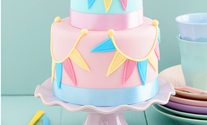 Cake Recipe For Icing With Fondant: Easy Recipe And Cake Decorating Tips