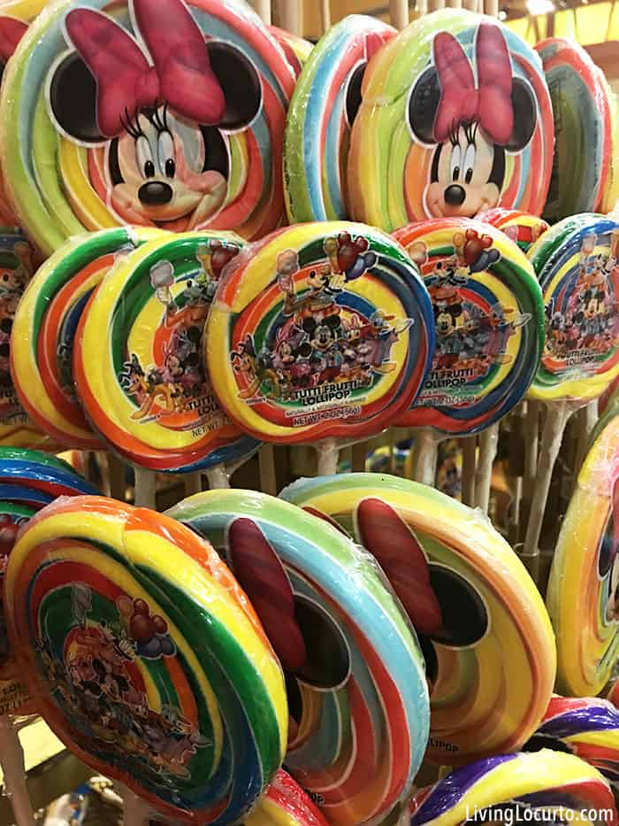 Money saving tips for Disney World and other family vacations!