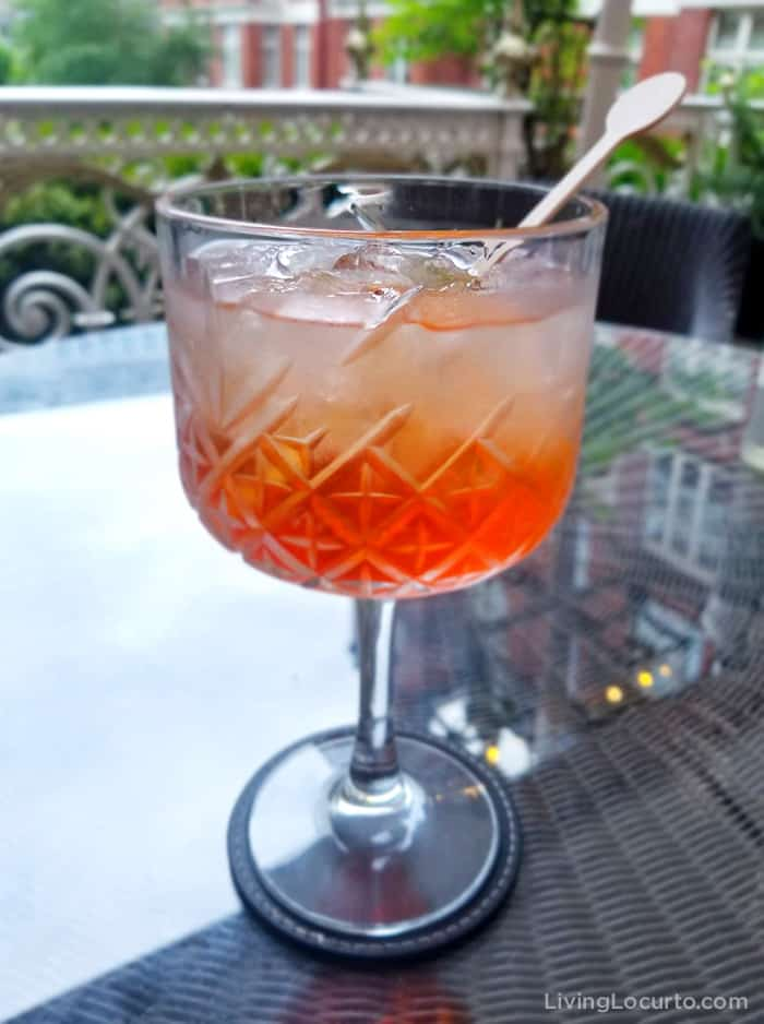 Aperol Spritz recipe is an easy skinny low calorie cocktail drink! A refreshing sparkling Italian cocktail.