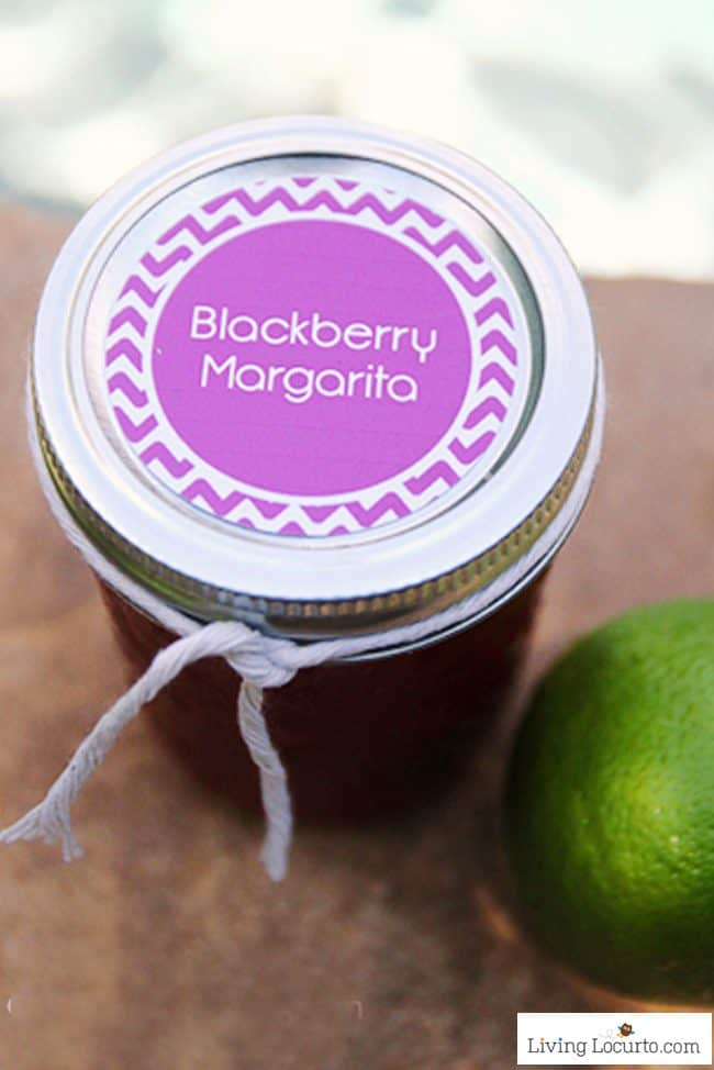 Easy Blackberry Margaritas Recipe in a Jar! This fun drink recipe comes with Free Printable Tags perfect for a party!