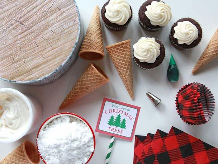 Easy Christmas Tree Cupcakes- Cute dessert recipe.