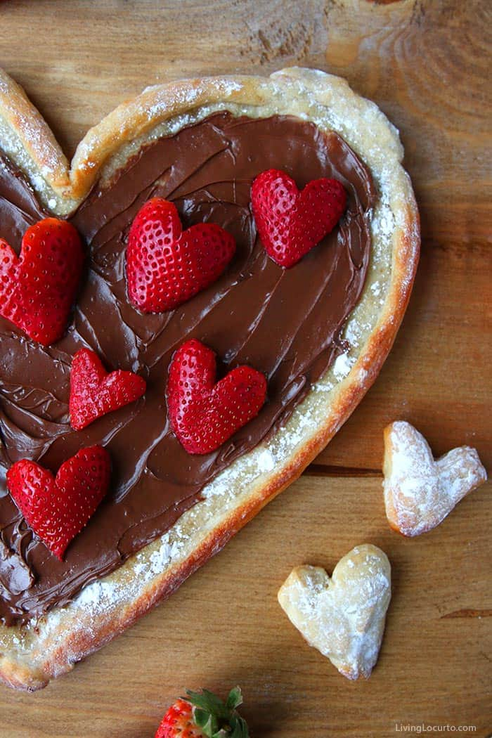 Fruit Pizza with Nutella and Strawberry Hearts - Living Locurto